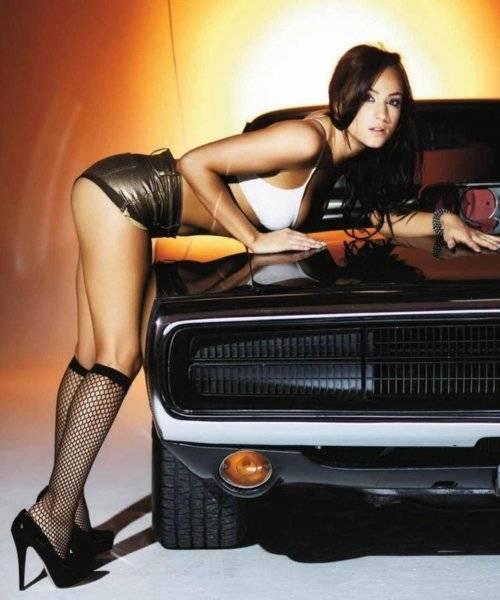 0a5a0e53dbf7c2710dc378cd5704209a--car-girls-pin-up-girls.jpg