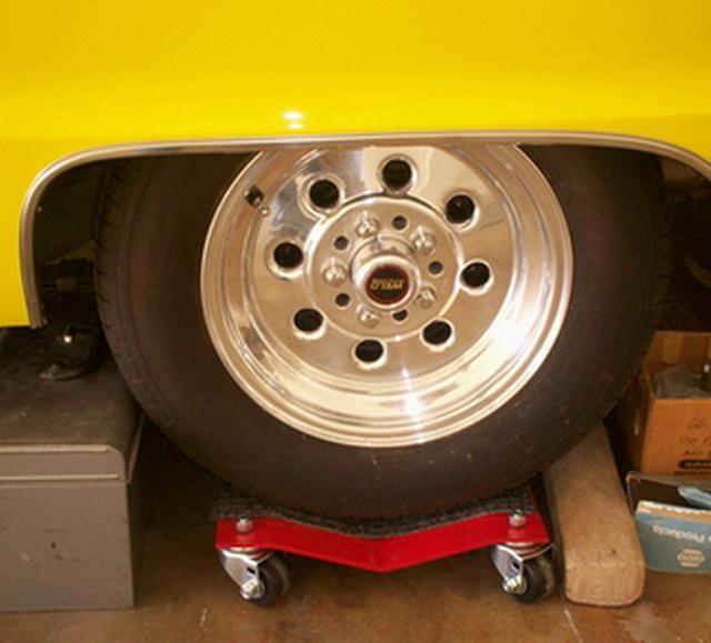 1966 Coronet 500 - on wheel dollies - Nove 2008 #3.jpg