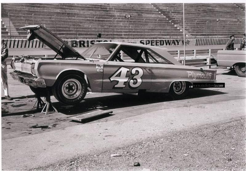 1967-Plymouth-Belvedere-Richard-Petty-43-Bristol-Speedway.jpg