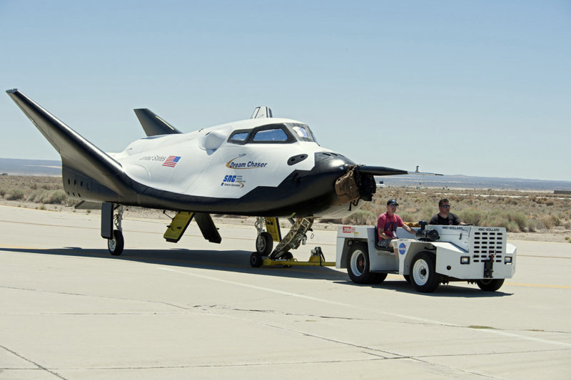 44-1280px-Dream_Chaser_pre-drop_tests.3.JPG