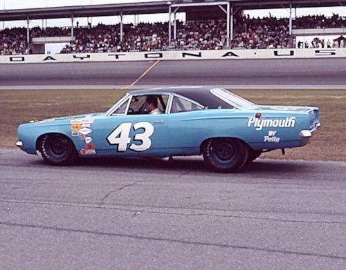 68 Roadrunner Nascar #43 Richard Petty #4 Daytona.jpg