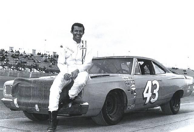 68 Roadrunner Nascar #43 Richard Petty #7.jpg