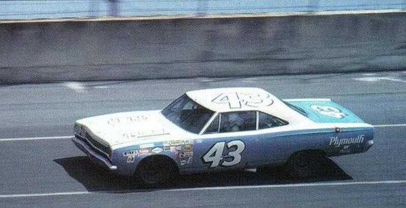 68 Roadrunner Nascar #43 Richard Petty #8 Blue & White 1968 Firecracker 500.jpg