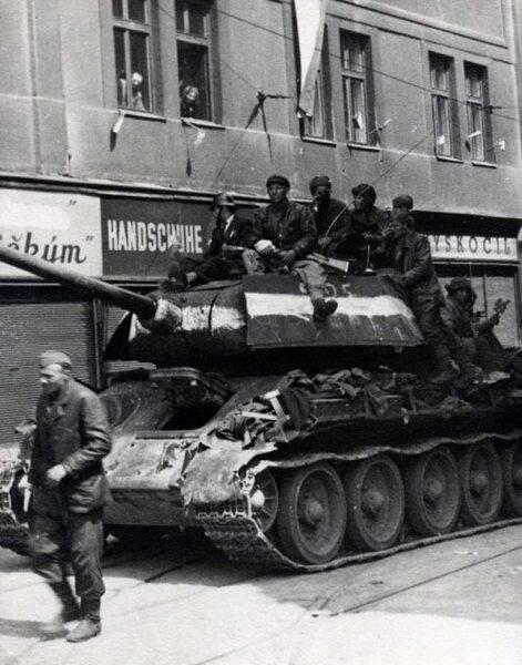 crop-t-34-85-with-additional-armor-in-czechloslavakia-1945-502x640.jpg