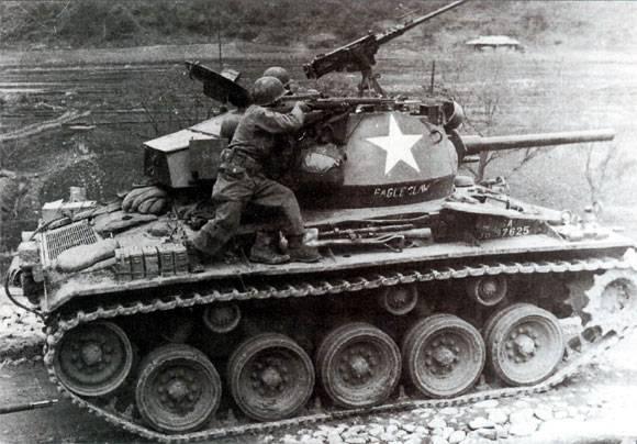 M24-Chaffee-01.jpg