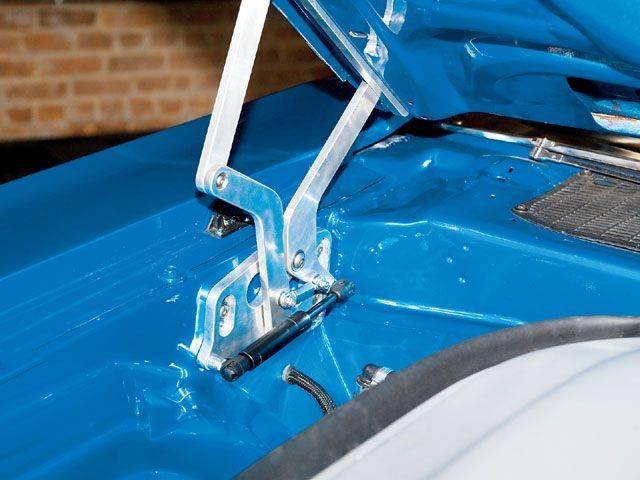 mopp_0803_10_z+1971_dodge_challenger_convertible+hood.jpg