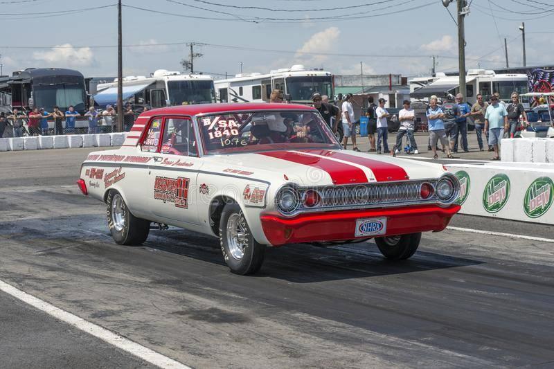 r-car-track-championnat-national-super-tour-drag-racing-event-napierville-dragway-july-111887793.jpg