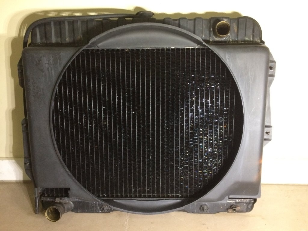 "SOLD - 1968 MOPAR B-Body 26"" RADIATOR 2898047 WITH SHROUD"