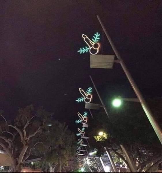 these-unfortunate-christmas-lights-330097.jpg