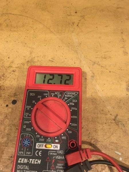 voltmeter gauge reading.JPG